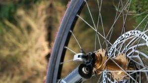 Biciclist lovit mortal de camionul unei şcoli de şoferi, în Sibiu / Foto: ehow.com