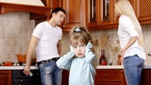 Cum afectează certurile părinţilor copilul