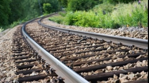 Tren DERAIAT la Bistriţa Năsăud: vagoanele erau pline cu buşteni