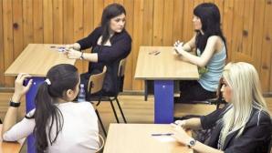 Doi elevi au fost eliminaţi de la examen