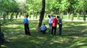 Un bărbat a găsit cadavrul unei femei într-un parc