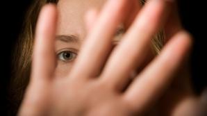 Trei minore din Vâlcea, VIOLATE de acelaşi bărbat. Agresorul a mai acostat alte 19 fete