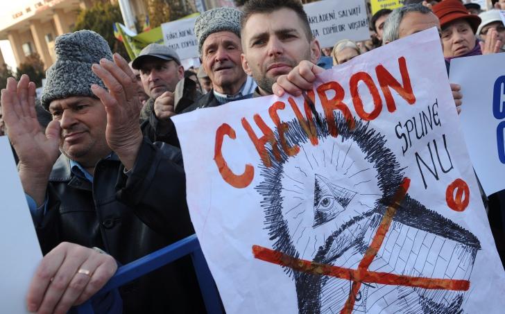Salvaţi Vama Veche! Activiştii acuză: Acordul cu Chevron (2012) este ilegal / Foto: MEDIAFAX
