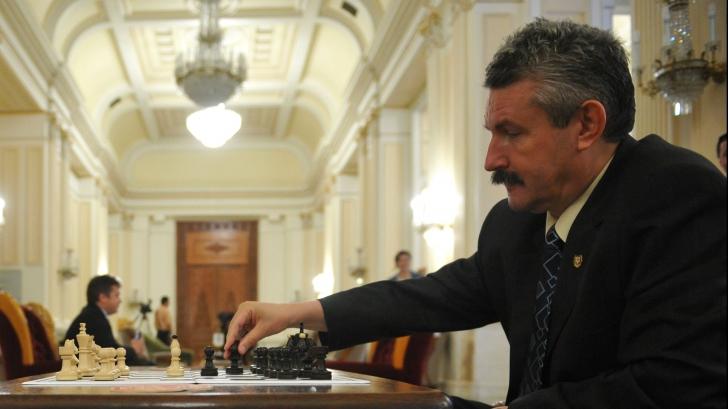 DOSAR DE POLITICIAN Emilian Frâncu, primarul din Râmnicu-Vâlcea, mutând greşit...
