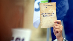 Liderii USL au convenit să amâne votul din Senat pe Constituţie pentru septembrie