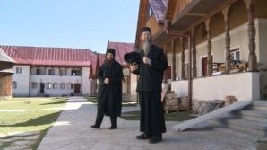 Un american şi un austriac, călugări ortodocşi la Oaşa