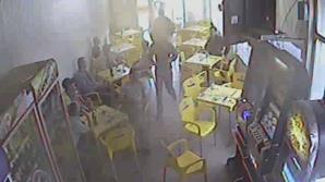 SCANDAL CU BÂTE într-un bar din Buzău