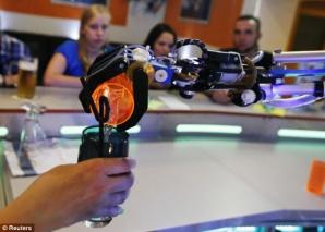 Barul unde clienţii sunt serviţi de un robot