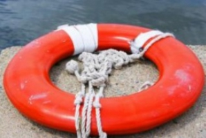 Turiști aflați pe o ambarcațiune în derivă pe un lac din Tulcea, salvați de poliţiştii de frontieră