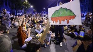 După admonestarea în plină stradă a ministrului culturii, autorităţile ameninţă cu intervenţii în forţă