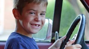 Trei copii de 10 şi 14 ani, cercetaţi penal după ce au furat două maşini pe care le-au condus