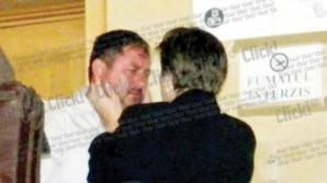 Preotul care le ducea deținuților celulare a plâns în brațele soției
