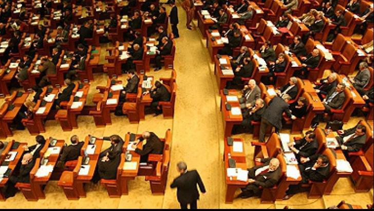 Parlamentarii, exoneraţi de conflictul de interese