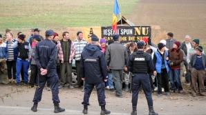 Protest în Siliştea - Pungeşti pentru blocarea utilajelor Chevron