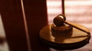 Angajat al CFR şi un om de afaceri, trimişi în judecată pentru trafic de influenţă