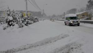 Zăpadă şi probleme în trafic în judeţele Gorj şi Vâlcea