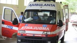 Patru răniţi, într-un accident în care au fost implicate două autoturisme şi un autobuz