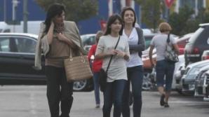 Fetele lui Gigi Becali ies doar însoţite de mama lor
