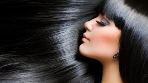 Ai părul gras? Uite ce tratamente îţi poţi face acasă