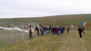 Gardurile care împrejmuiesc zona de explorare a Chevron au fost dărâmate de protestatari