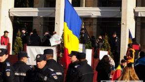 Mai multe persoane arestate pentru că purtau însemne cu Roşia Montană