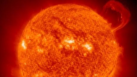"""Ce au descoperit oamenii de ştiinţă după ce au reuşit să se uite în """"Sufletul"""" Soarelui"""