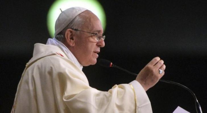 Papa Francisc le cere liderilor politici şi economici să se abţină de la excese
