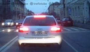 Un şofer s-a răzbunat după ce a fost claxonat la semafor