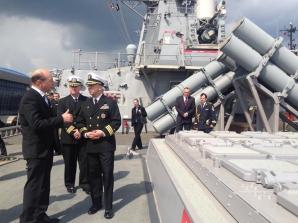 TRaian Băsescu, la bordul distrugătorului USS Cook