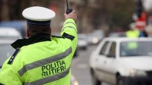 Poliţist rutier, rănit uşor de maşina unui taximetrist care avea permisul suspendat, în Capitală