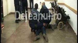 VIDEO. Polițiști amenințați de un tânăr la Dej. Acesta a fost reținut ulterior
