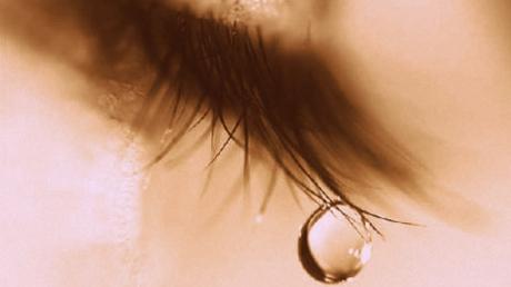 De ce plâng oamenii? Cercetătorii explică cum se declanşează de fapt plânsul