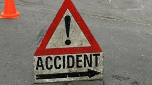 MUREŞ: Accident teribil cu un microbuz, un TIR şi un autoturism: un mort şi cinci răniţi