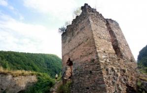 Castelul din Carpaţi, o riună în continuă degradare