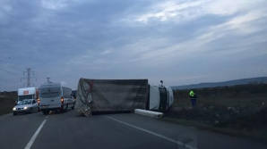 Accident SPECTACULOS pe centura Clujului. Un camion a fost răsturnat pe drum de un șofer / Foto: stiridecluj.ro