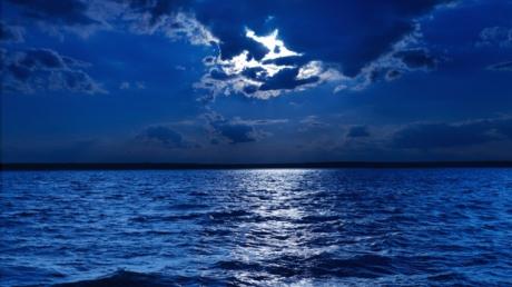 """IPOTEZĂ INCREDIBILĂ: De unde provin """"GLASURILE DE STAFII"""" care se aud noaptea în preajma apelor"""