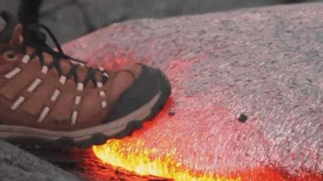 Ce se întâmplă dacă încerci să mergi pe lavă fierbinte