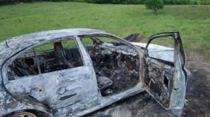 Un mort şi doi răniţi, într-un accident rutier, în Alba. Maşina în care se aflau a ars în incendiu / Foto: adevarul.ro