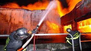 Incendiu violent în judeţul Cluj. O casă s-a făcut scrum: un rănit