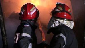 Incendiu în centrul Constanţei. Un autoturism a fost distrus de flăcări