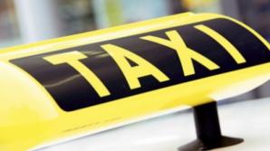 Accident în Iaşi: Un taxi a intrat într-un autocamion-şcoală