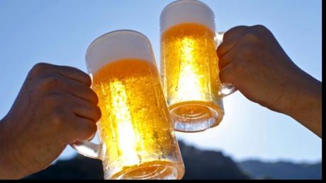 Alcoolul este un diuretic ceea se înseamnă că duce la deshidratare – și interferează cu capacitatea corpului de a-și regla temperatura. Alcoolul, de asemenea, dilată vasele de sânge, ceea ce face și căldura. Citește mai departe...
