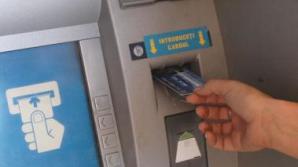 Dispozitive de copiere a datelor pe bancomate din București. Trei bulgari, arestaţi