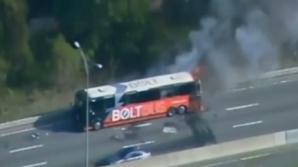 Accident spectaculos! Un autobuz a luat foc şi a explodat în mers