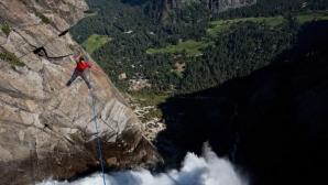 Celebru alpinist, mort în urma unui număr spectaculos / Foto: adrenalineart.com