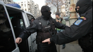 Procurorii DIICOT au perchezitionat 14 firme din Constanţa.