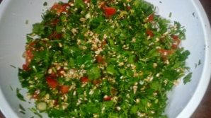 Salata de pătrunjel verde care te ajută să slăbeşti rapid, frumos şi sănătos