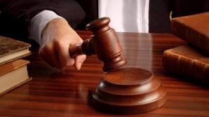 Procurorul Constantin Balaban, trimis în judecată pentru luare de mită, suspendat din funcţie