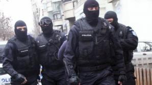 Politistii fac mai multe perchezitii in Bucuresti si 15 judete din tara.