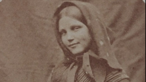Fețele durerii: portrete terifiante ale unor femei din azilurile de nebuni din vremea Reginei Victoria